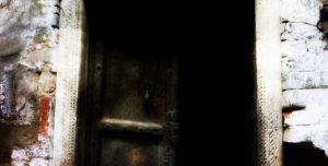 Die Furcht, die jenseits des Türspalts lauert